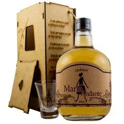 cachaca-maria-andante-ouro-c-caixa-de-madeira-670ml-021585_1